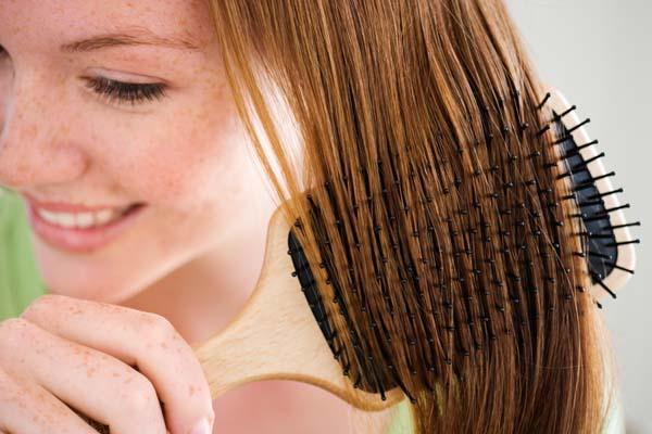 Alisamento de cabelo: 7 tipos de escova e seus benefícios